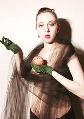 visitas (teleoalreves) Tags: apple argentina face look magazine eyes skin body retrato v gloves glam temptation hold piel fragil atemporal teleoalreves modelanartista