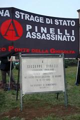 Milano: e' tornata al suo posto la vecchia targa dell'anarchico Pinelli (rogimmi) Tags: italia monumento milano targa strage lapide anarchia piazzafontana anarchici giuseppepinelli anarchico pinopinelli