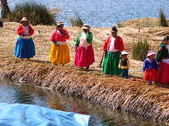 Welcoming Committee (hiddentravel) Tags: vacation peru laketiticaca southamerica portraits outdoors sightseeing urosfloatingislands lpfloating