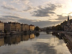 La Saone a Lyon (Bindalfrodo) Tags: sunset france clouds river geotagged tramonto afternoon lyon fiume lione explore riflessi francia rhone reflexes rhonealpes saone rodano bindalfoto bindalfrodo