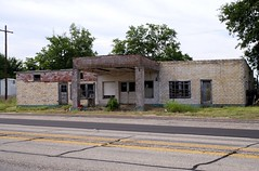 abandoned service station in silver lake