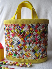 * handbag candy wrapper (Kika's Handmade dreams) Tags: yellow paper candy handmade felt amarillo recycle bolsa handbag wrapper burlap reciclaje reciclado candywrap envoltura