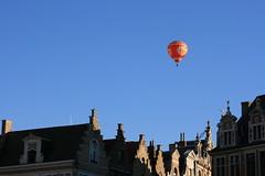Ballooning over Brugge (Brian Aslak) Tags: city town flying europe rooftops belgium belgique brugge belgië westvlaanderen hotairballoon markt ballooning ベルギー ブルッヘ