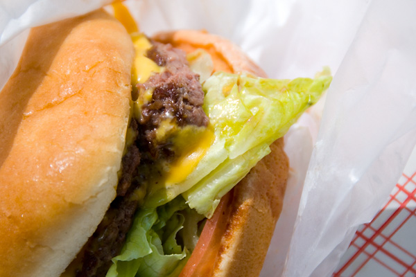 cheeseburger-closeup