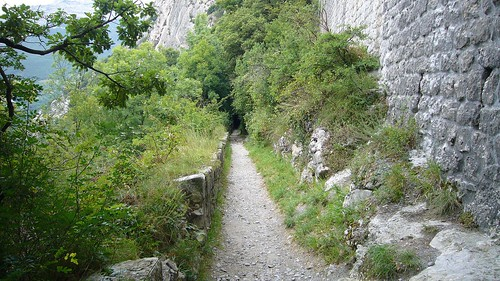 Vers les grottes de Mandrin