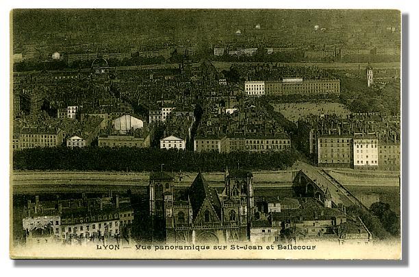 LYON - Vue panoramique sur St-Jean et Bellecour