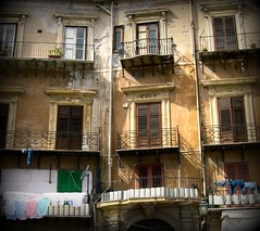 paracosce (Beppe Modica) Tags: city windows italy architecture italia case sicily palermo colori luce sicilia citt palazzi finestre sizilien balconi sicilie regionalgeographicsicilia rgsstreetphotography paracosce