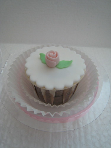 Flower wedding cupcakes7
