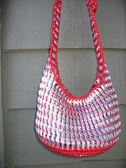 Red Pull Tab Tote (Pop Top Lady) Tags: aluminum crochet reciclagem pulltabs croche lacres trashion poptops recycledupcycled