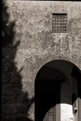 Luce e ombra BN (Rufux) Tags: italy tuscany italians appleaperture pentaxk10d justpentax pentaxiani rufx