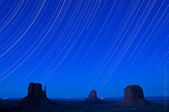Monument Valley Star Trails (Vincent Montibus) Tags: usa us nikon view monumentvalley balcon vue startrails 2011 d3x monumentvalleynavajopark bestof2011 nikkorafs2470mmf28gedif theviewhtel