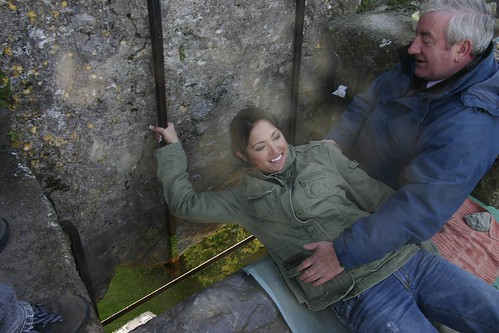 Jessa kisses the Blarney stone