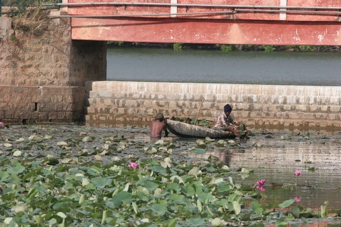 cleaning up lalbagh lake 150308