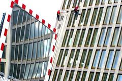 Rote Punkte (Tropical Diaspora) Tags: berlin rot spiegel tropical berlim diaspora cabos placas potzdammerplatz punkte seile djgarrincha pindurados tropicaldiaspora
