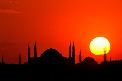 Ayasofya'da günbatımı... / Sunset at Hagia Sophia (Atakan Eser) Tags: old sunset turkey türkiye turkiye istanbul hagiasophia günbatımı güneş ayasofya turkei hüzün dsc7445