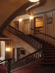 Curvy stair cases (All About Eve) Tags: city red chicago stairs movie carpet rouge theatre tapis landmark palace curvy historic escalier ville katz neobaroque historique rampe spiraling balaban