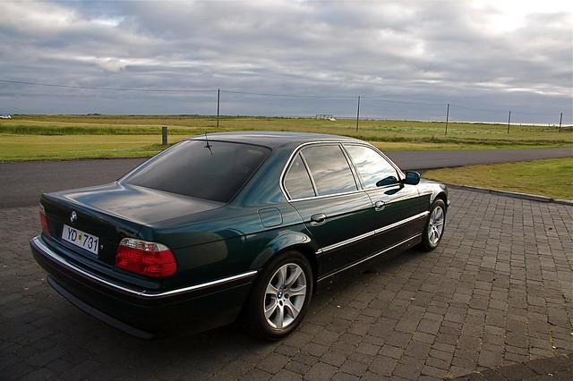 car bmw 750 e38