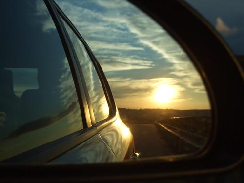 Apus de soare in oglinda retrovizoare (c) Anca