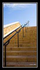 Marseille (LUCKYONE31) Tags: france monument architecture stairs marseille pentax escalier escaleras vieuxport ohhh architectura aficionados southfrance blueribbonwinner k10d flickraward gr8photo luckyone31