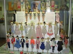 Spielzeugmuseum - Barbie! (Fabiana Vernero) Tags: germany munich toy deutschland bavaria doll barbie monaco ef muenchen germania puppen giocattoli baviera