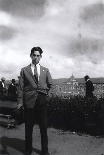 Eduardo Butragueño Bueno en el Paseo del Miradero. Años 20. Fotografía de él mismo