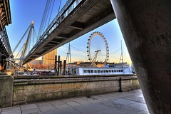 An eye on the embankment (Aldenhoven) Tags: london thames boat nikon shell bridges londoneye victoria hungerford fx charingcross embankment hispaniola goldenjubileebridge d700 lpmg 1424mmf28 lifshutzdavidson lpmg:meetup=20090124