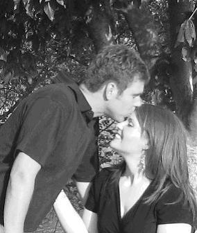 close kiss bw