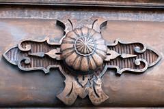 paris-0067 (antoine.jouanjean) Tags: wood paris building thing hiver some carving kind pont symbols lieux détail quartierlatin dtail