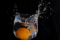 Splash (Luis Vsquez [ Luis3D ]) Tags: orange water 50mm drops agua nikon gotas splash f18 mandarina liquid naranja copa vaso highspeedphotography altavelocidad eseries