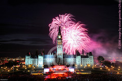 peace tower canada day 2008 (steve gerecke) Tags: buildings fireworks ottawa hill parliament canadian government canadaday parliamenthill peacetower parliamentbuildings parliamentbuilding parlaiment canadadayfireworks governmentofcanada canadiangovernment parlaimentbuildings gerecke parlaimenthill stevegerecke ottawaphotographers ottawaevents eventphotographers stephengerecke photographersinottawa canadaday2008 ottawaphotograpghers