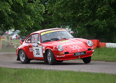 Chatsworth Rally Show - Porsche 911 Three-Wheeling (rutthenut) Tags: red england car action derbyshire rally 911 porsche 2008 specialstage carshow chatsworth motorsport rallying oversteer rallycars 9car rearengined 400d rallystage chatsworthrallyshow rallyshow threewheeling