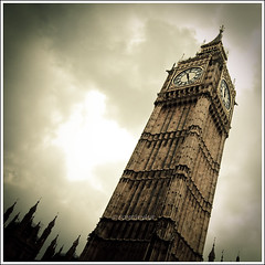 What Time Is It Big Ben ? (Sachie Nagasawa - somewhair) Tags: england london dark square big nikon ben gothic sachie nagasawa 20fav d80 somewhair hantenshi