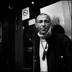 Portrait de rue (Ivan Constantin) Tags: street portrait blackandwhite 120 6x6 film rolleiflex square noiretblanc trix d76 rue carré moyenformat portraitderue carréfrançais ivanconstantin