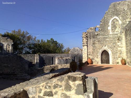 Os vestígios das ruínas ainda podem ser bem vistos nos trabalhos de restauro...