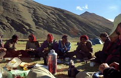Last campsite (reurinkjan) Tags: 2002 yak nikon tibet everest dri rachu herdsman tingri jomolangma lammala janreurink yakdrivers phyugsrdzi norrdzi བོད། བོད་ལྗོངས།