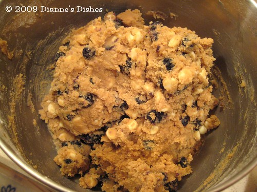 Blueberry White Chocolate Chip Cookies: The Dough