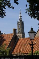 Netherlands, Amersfoort, OLV (september) (Foto van den Berg) Tags: tower netherlands streetlight toren nederland amersfoort olv langejan onzelievevrouwe fotovandenbergcasemanl