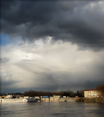 un pezzetto di arcobaleno (fotomie2009) Tags: sky france clouds rainbow nuvole cielo arles francia arcobaleno rohne rodano