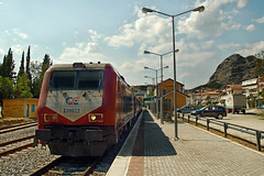Filthy Adtranz in Kalambaka (chameleon selligg) Tags: station train hellas rail greece ose kalambaka adtranz     hellenicrailroad