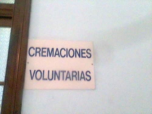 foto de cartel que dice cremaciones voluntarias