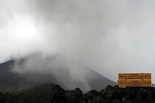 Petita erupció al volcà Arenal