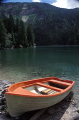 lago di tovel (zecaruso) Tags: italy lake lago boat barca italia trento caruso non cles trentino ciccio nikonf601 tovel zecaruso cicciocaruso