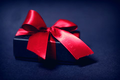 give (ginnerobot) Tags: christmas blue red black cute 50mm shiny pretty box quote chocolate small gift bow present f18 simple redbow recchiuti littlebox recchiutichocolate