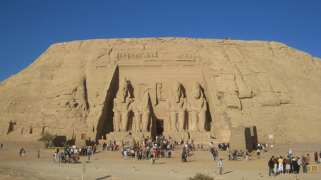 Early morning tourist rush at Abu Simbel