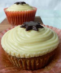 Espresso-Muffins mit weißer Schokocreme