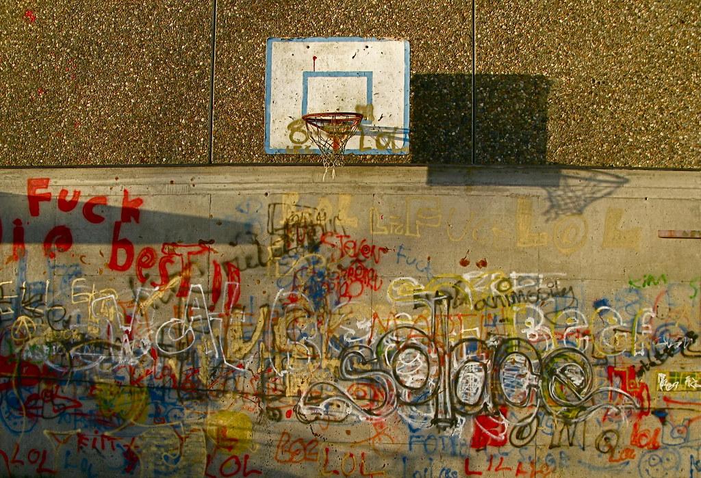 Rosseland skule -- grafitti