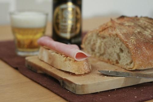 Une tartine & un verre de bière