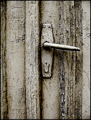 door-handle (sulamith.sallmann) Tags: door handle peeling estonia 2008 farbe tür doorhandle tuer estland haapsalu türklinke schlüsselloch tuerklinke abgeblättert sulamithsallmann abgeplatzt de0