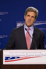 Senator Kerry (Center for American Progress) Tags: washingtondc danweiss senatorjohnkerry centeramericanprogress politicalconference melodybarnes kitbatten