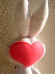 Bunny Love - Eu tento (freak_le_chic) Tags: bunny art love toy soft heart felt plush freak corao chic coelho freaklechic